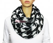 Infinity Hound Tooth Scarf Black