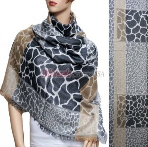 Giraffe Section Pattern Scarf Grey